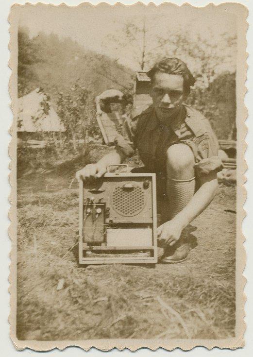 Junák Komárov (1945 - 1948). Skautský tábor u Podmokelského mlýna (1946): na fotografii Sáša Křikava (narozen 1930).