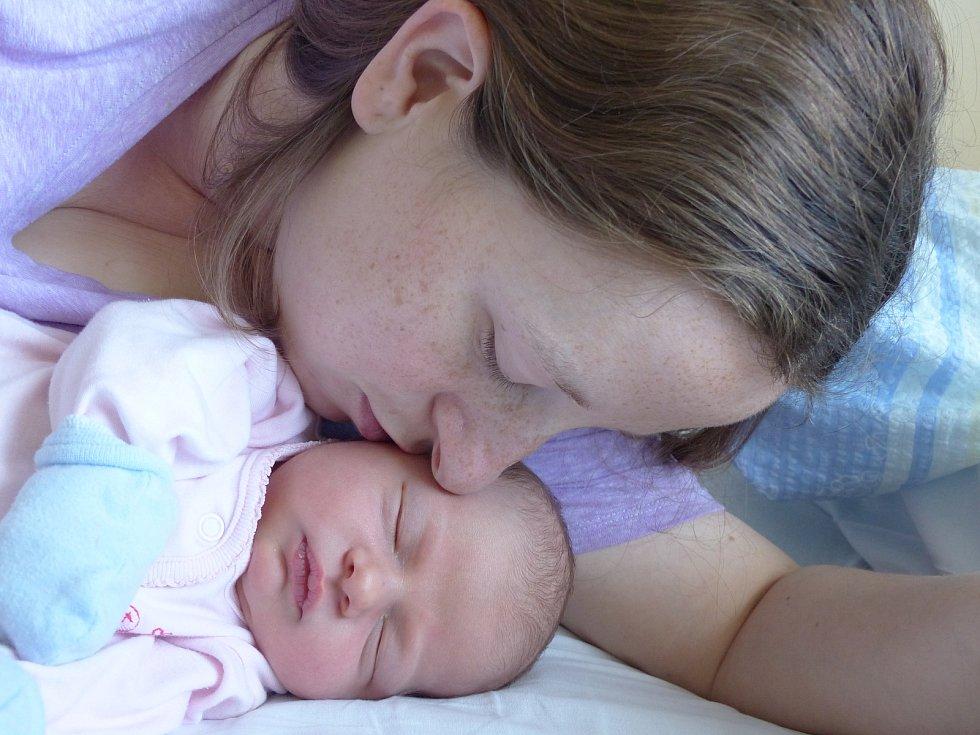 Nela Hartmanová se narodila 31. května 2021 v kolínské porodnici, vážila 3950 g a měřila 51 cm. V Pečkách bude vyrůstat se sestřičkou Andreou (3) a rodiči Zuzanou a Ondřejem.