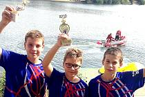 Úspěšní plavci zleva Ludvík, Neliba a Míka