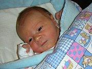 TATÍNEK Martin Rous si nenechal ujít narození syna Františka, kterého přivedla na svět maminka Barbora Hájková 5. ledna 2018. Fanouškovi sestřičky na porodním sále navážily 3,53 kg a naměřily 50 cm. Novopečená rodinka má domov v Břasech.