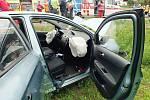 Při čelní srážce aut bylo šest zraněných.