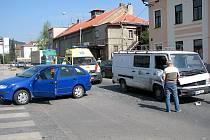 Dopravní nehoda se stala v pravé poledne v centru Berouna