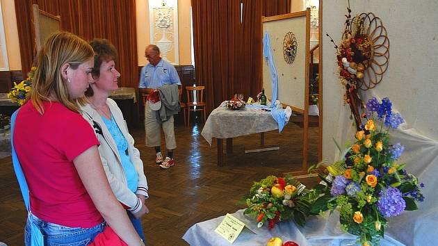 Návštěvníci expozice obdivovali vystavené výtvory.