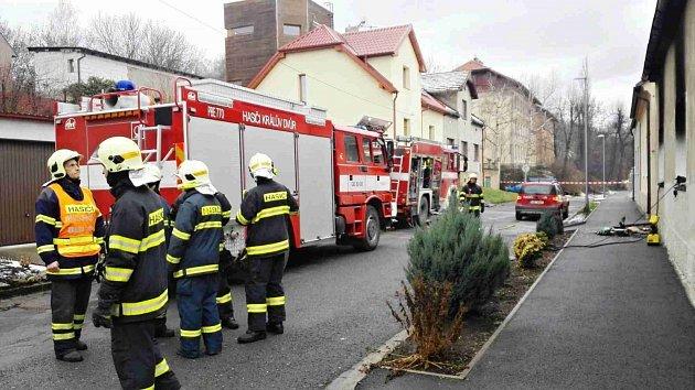 Zásah hasičů u požáru domu v Berouně