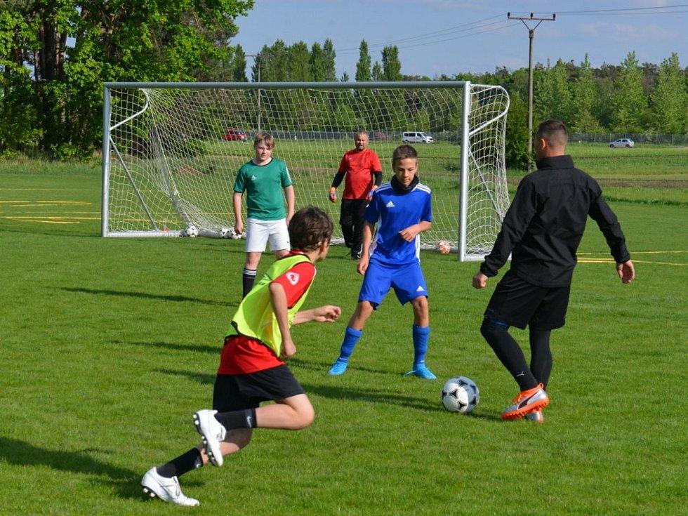 Z fotbalového tréninku dětí.