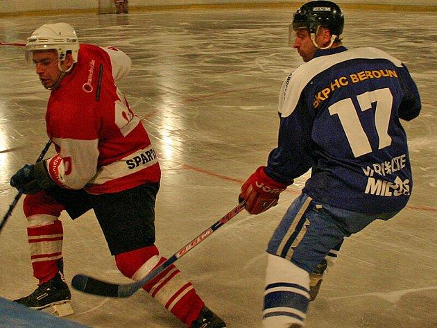 Z utkání meziokresního hokejového přeboru Žebrák - SKP Beroun (1:3).