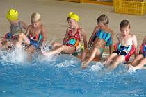 Děti z mateřinky se na plaveckém kurzu učili kraul a znak