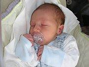 Tatínek Jan Uglaj z Králova Dvora si nenechal ujít narození synka Honzíka, kterého přivedla na svět v neděli 27. dubna 2014 maminka Kristina Bělohoubková. Honzíkovy porodní míry byly 3,64 kg a 51 cm.