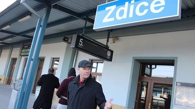 Vlakové nádraží ve Zdicích se pyšní zmodernizovanou výpravní budovou.