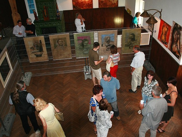 """Vernisáž akce Art Sympozium se uskutečnila v sále všeradické restaurace """"Na Růžku""""."""