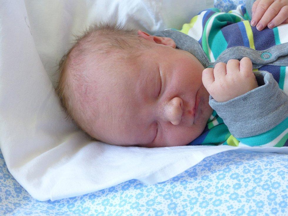Patrik Švercl se narodil 9. května 2021 v kolínské porodnici, vážil 3635 g a měřil 51 cm. V Tuklatech ho přivítala sestřička Veronika (2) a rodiče Tereza a Jan.