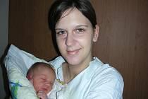 Tatínek Michal Šetina z Plzně si nenechal ujít narození prvního miminka, dcerky Julie, kterou přivedla na svět maminka Jana Šetina Kőhlerová v pondělí 31. října ve 4 hodiny. Julince navážily sestřičky po porodu 3,43 kg a naměřily 51 cm.