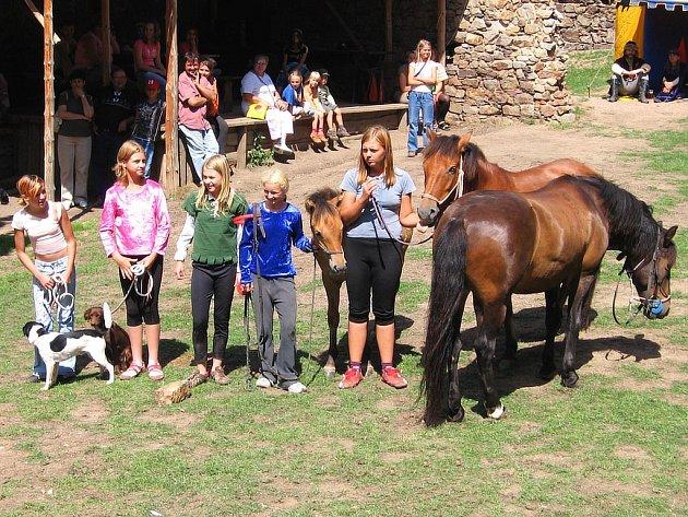 Děti si užily víkend plný koní.