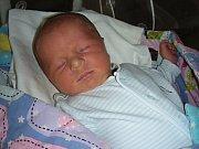 MANŽELŮM Michaele a Alešovi Veselým z Bezdědic, se v sobotu 21. dubna 2018 narodil druhý syn a dostal jméno Denis. Chlapeček vážil po porodu pěkných 3,91 kg a měřil 51 cm. Denise bude dětským světem provázet bratříček Alex (21 měsíců).