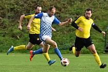 Šéf defenzívy Čechie (ve žlutém vpravo) vzpomíná i na derby v hořovickém dresu.