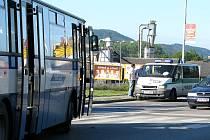 Nehoda u obchodního centra v Berouně zablokovala dopravu v ranních hodinách na nejfrekventovanější Plzeňské ulici