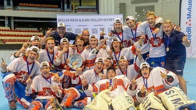 Úspěšní inlinisté Hořovic s vítězným týmem U18.