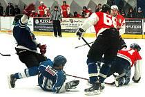 Hokejistům Žebráku se podařilo v parádním utkání krajské soutěže zdolat lídra tabulky.