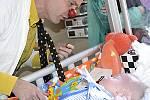 Zdravotní klauni chodí za dětmi na trvalé přístrojové podpoře v Hořovicích.