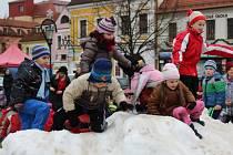 Sněhová nadílka uprostřed berounského náměstí.