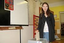 Osmnáctiletá Anna Frankeová byla včera mezi prvními, kteří se vypravili do volební místnosti třetího hořovického okrsku