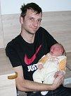 Šťastný tatínek Lukáš Hubinger z Hudlic chová v náručí prvorozeného syna Kryštofa, kterého přivedla na svět jeho manželka Veronika. Kryštůfek se narodil 15. dubna 2019, vážil krásné 4 kg a měřil 50 cm.