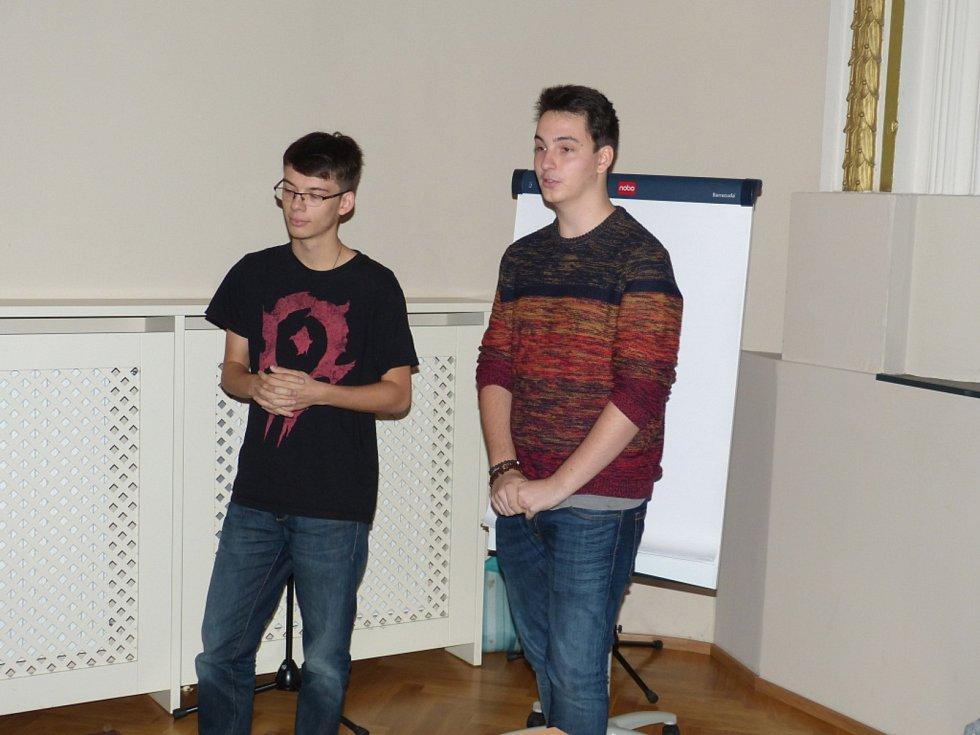 Veřejného projednávání programu rozvoje města Beroun se zúčastnili studenti i obyvatelé města..