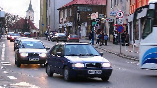 Rekonstrukce se bude týkat Plzeňské ulice v úseku od Plzeňské brány až k dálničnímu přivaděči