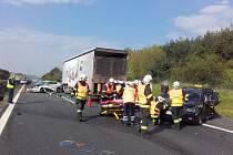 Nehoda na dálnici D5 zablokovala dopravu.