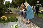 Z pietního aktu u hrobu umělce Václava Talicha na hřbitově v Berouně.