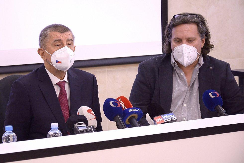 Premiér Andrej Babiš a ředitel hořovické nemocnice Michal Průša.