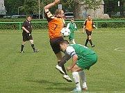 Přímý duel o první místo v A skupině třetí fotbalové třídy vyhrál Nový Jáchymov na berounském Cembritu 3:1 před návštěvou 330 diváků.