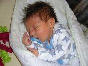 PRVNÍ miminko se narodilo 1. září 2017 manželům Monice a Radkovi Matějkovým z Těně. Je to kluk a dostal jméno po tatínkovi, Radek. Radeček vážil po příchodu na svět 3,30 kg a měřil 51 cm.