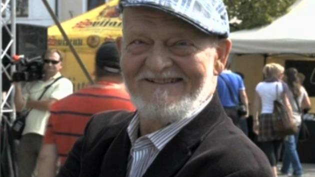 Pořadatelem a otcem Hrnčířských trhů v Berouně je hrnčíř  a tvůrce miniatur Vladimír Izbický. Inspirací mu byly vyhlášené hrnčířské trhy pana Arthura Sudau v bavorském Diessenu.