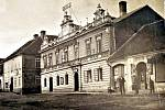 Okresní hospodářská záložna v Hořovicích na začátku 20. století, pobočka v Hostomicích pod Brdy.
