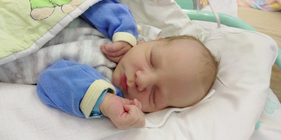 Šimon Hurt přišel na svět 29. května 2021 v 6. 21 hodin v čáslavské porodnici. Vážil 3640 gramů a měřil 51 centimetrů. Doma v Kutné Hoře se z něj těší maminka Adéla a tatínek Jakub.