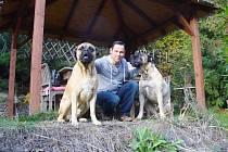 Zpěvák Pavel Vítek a jeho psí kamarádi