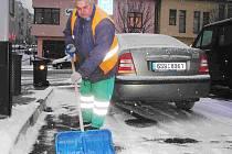 Sníh vyhnal pracovníky technických služeb do ulic