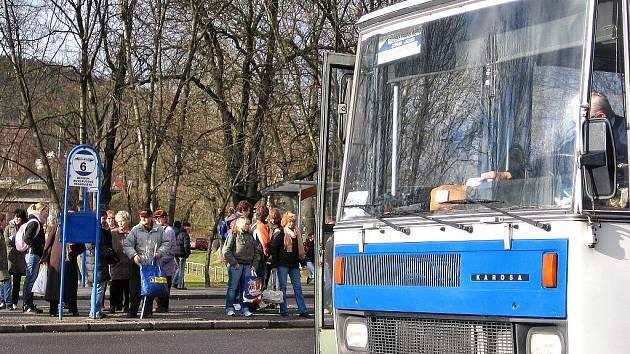 Na příměstskou dopravu doplácejí obce Berounska a Hořovicka každoročně velké finanční částky