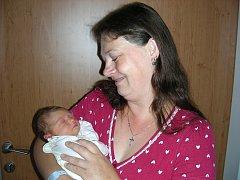Velkou radost má třináctiletý Robert z Hudlic, ke kterému přibyla v pondělí 11. srpna 2014 krásná sestřička Magdaléna. Dcerku Magdalenku s váhou 2,93 kg a mírou 47 cm přivedla na svět maminka Kristýna Hulová.