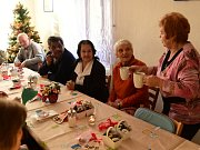 Představitelé Králova Dvora navštívili obyvatele Domu s pečovatelskou službou a popřáli jim k vánočním svátkům.