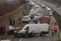 Hromadná dopravní nehoda na dálnici D5