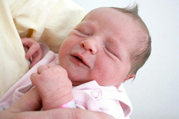 Verunka Korytová se narodila v pondělí 26. dubna, vážila 3,04 kg a měřila rovných 50 cm. Maminka Jana a tatínek Jiří si Verunku odvezou z porodnice domů do Hostomic, kde se na ni těší sestřičky Kristýnka a Janička.