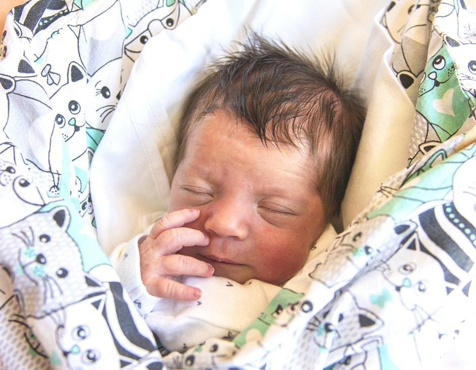 Stela Brožová se narodila v nymburské porodnici 28. května 2021 ve 12.05 hodin s váhou 2700 g a mírou 45 cm. V Lysé nad Labem bude prvorozená holčička bydlet s maminkou Jitkou a tatínkem Ladislavem.