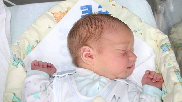 Svého prvorozeného syna Jakuba si prvně pochovala v náručí maminka Jana Eliášková 15. 10. Po porodu vážil Kubík 3,88 kg a měřil 54 cm. Tatínek Dušan si svého synka a manželku odveze domů do Malého Chlumce.