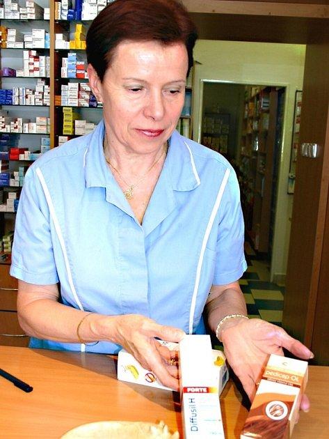 V berounských lékárnách mohou lidé v případě potřeby koupit několik různých přípravků na hubení vší.