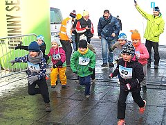 Na start v Litni se postavily i děti.