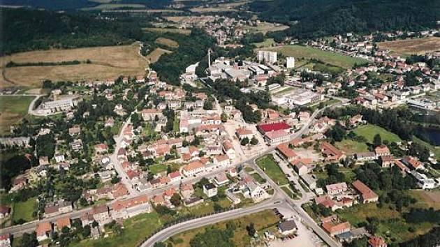 Loděnice - letecký pohled na obec.