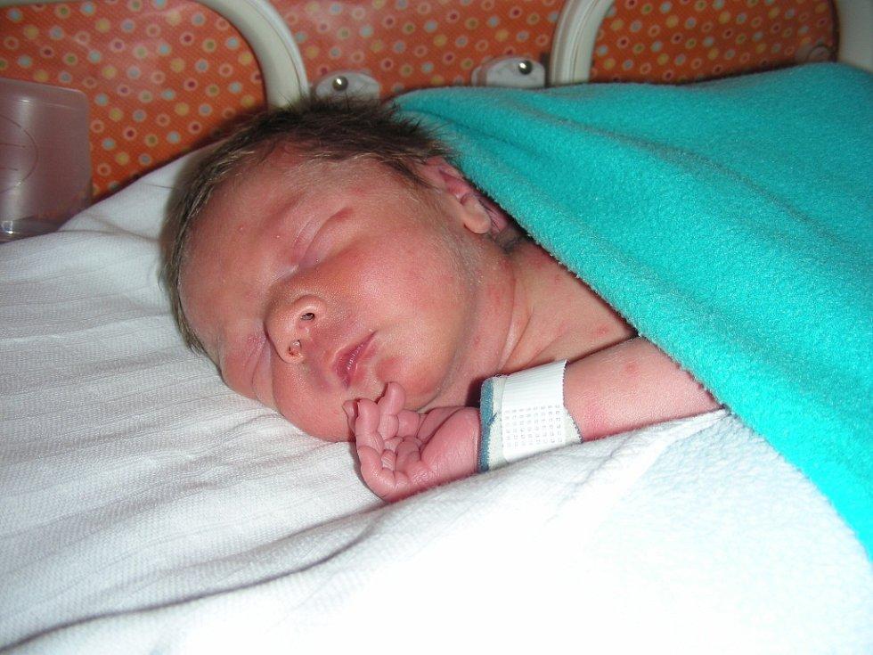 Jméno Šimon vybrali manželé Ilona a Jan Roubíkovi pro prvorozeného syna, kterého přivedli společně na svět 18. února 2014.  Šimonkovi sestřičky na porodním sále navážily 2,69 kg. Domov má novopečená rodinka v Hostomicích.