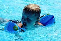 Děti si užívají vodních radovánek